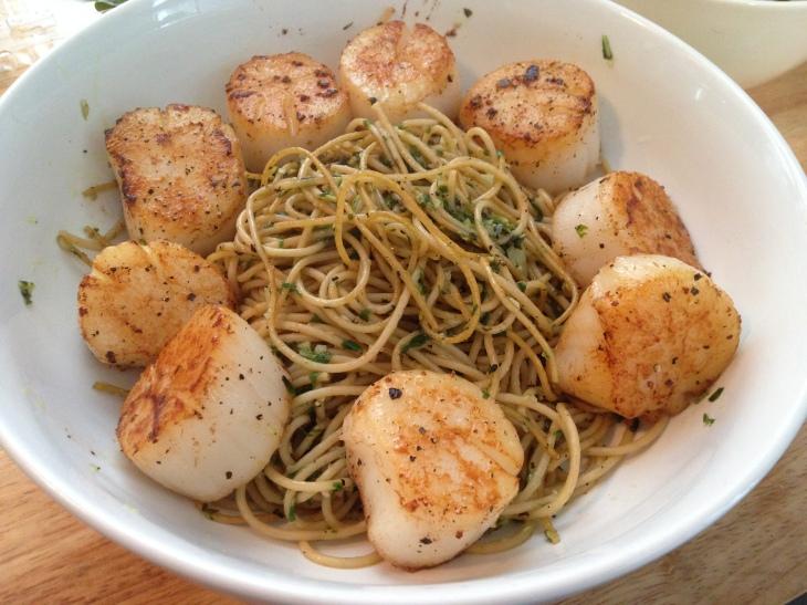 Pan seared scallops basil pasta