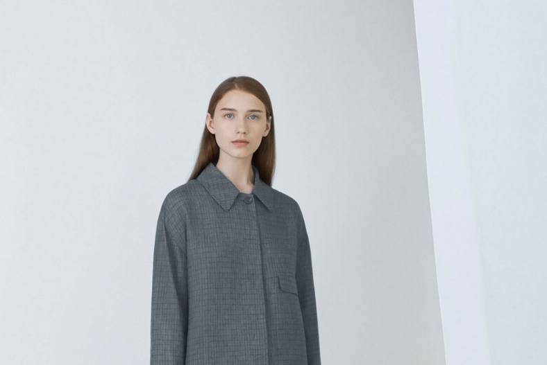 cos-agnes-martin-linen-shirt-on-model
