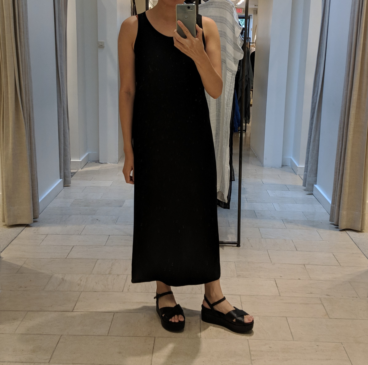 outfit: nude or black? (+ apartment